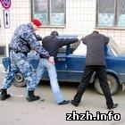 Криминал: Беркут задержал в Житомире пьяного таксиста, оказавшего сопротивление