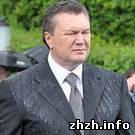 Политика: Видео падения венка на Януковича показали три украинских канала