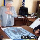 Школьники выложили герб Житомира из камней и подарили панно Шелудченко. ФОТО