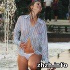Общество: Полуобнаженная девушка и два фотографа провели в новом фонтане фотосессию. ФОТО
