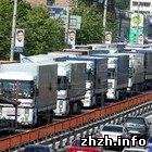 Сотні вантажівок блокують трасу Київ-Житомир. ФОТО