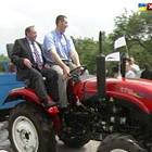 Леонід Стадник отримав у подарунок давно омріяний трактор