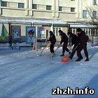 Житомир: В спорткомплексе «Динамо» в Житомире залита ледовая площадка. ФОТО
