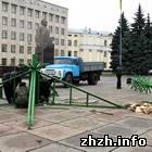 Культура: На площади Королева в Житомире устанавливают Новогоднюю ёлку. ФОТО