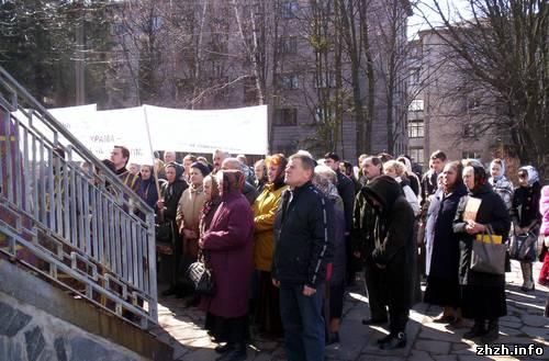 В Житомире православные протестуют против выставки восковых фигур. ФОТО