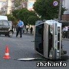 В Житомире после столкновения на перкрестке одна из машин перевернулась. ФОТО