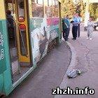 В Житомире из трамвая выпал пассажир. ФОТО