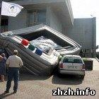 Происшествия: В Бердичеве в ходе торжественной церемонии рухнул рекламный экран. ФОТО