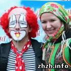 Культура: В Житомире прошел новогодний семейный праздник «Містечко розваг». ФОТО