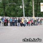 Общество: Жители микрорайона «Полевая» в Житомире перекрыли движение автотранспорта. ФОТО