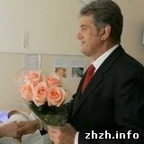 Власть: В Коростене Ющенко вручил многодетной семье ключи от квартиры. ФОТО