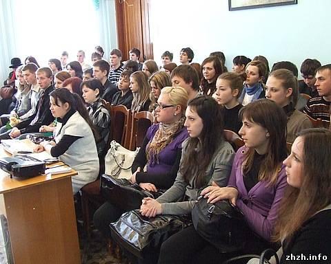 В Житомире празднуют 80-летие украинской поэтессы Лины Костенко. ФОТО