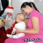 В Житомире к детям в больницу пришел Дед Мороз и Шелудченко. ФОТО