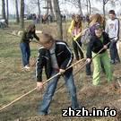 Общество: Дети двух школ очистили от мусора Малеванский парк в Житомире. ФОТО