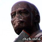 Происшествия: Житомирские националисты повредили памятник Ленину в Киеве? ФОТО