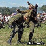 Армия: В рукопашном бою житомирские десантники победили николаевских. ВИДЕО