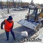 Житомир: Владельцев офисов в Житомире заставляют убирать снег на тротуарах