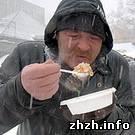 В Житомире опять стали кормить бомжей бесплатными обедами