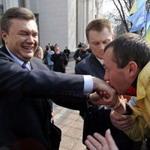 Власть: В президентской гонке лидирует Янукович - Центра Разумкова