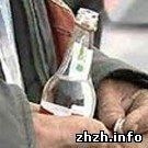 Задержана 52-летняя житомирянка торговавшая самогоном на Житнем рынке