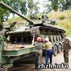 Армия: По случаю Дня города Харьковский завод подарил Коростеню танк Т-64. ФОТО