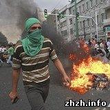 Власти Ирана разогнали митинг и на улицах Тегерана начались беспорядки. ФОТО