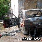 Во дворе житомирского городского совета загорелся автомобиль. ФОТО
