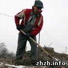 Общество: На Житомирских кладбищах выросли тарифы на копание могил
