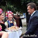 Виктор Янукович в Житомире посетил собор и танковый завод