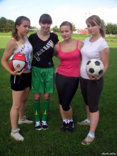 занимаюсь футболом