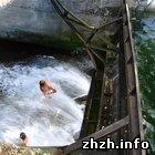 Происшествия: В Житомирской области в с. Корнин прорвало плотину водохранилища. ФОТО