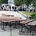 Неизвестные мужчины пытались утащить скамейку установленную ко дню Житомира