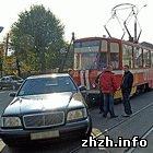 Происшествия: Уникальное ДТП в Житомире: трамвай протаранил мерседес. ФОТО