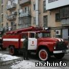 В Житомире спасатели МЧС вынесли из горящей квартиры женщину и ребенка. ФОТО