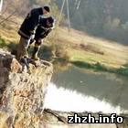 Происшествия: В городе Коростень (Житомирская область) на реке Уж прорвало дамбу. ФОТО
