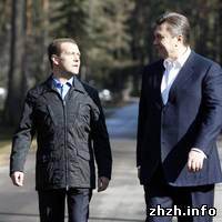 Власть: Сегодня в Украину прибудет президент России. Оппозиция протестует