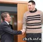 Общество: Самый высокий человек в мире - Леонид Стадник будет получать ежемесячное пособие. ФОТО