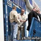 Рейдеры захватили в Житомире три хлебных магазина? ФОТО