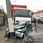Происшествия: В Житомире грузовая фура расплющила иномарку. ФОТО