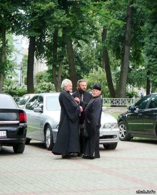 В Житомир на Лексусе приехал Никодим